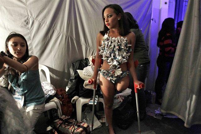 Cintia Caraguay из Эквадора готовится к модельному показу. Потеряла правую ногу в борьбе против рака.