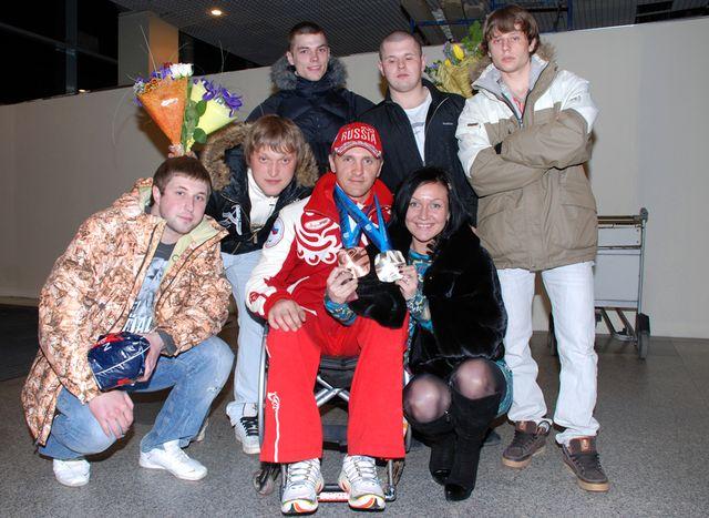 Роман Петушков с женой Ольгой и друзьями