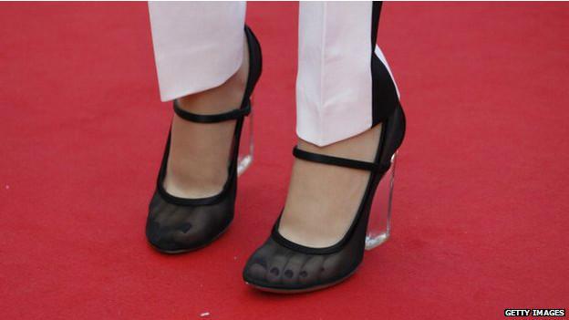 Протез американской актрисы и модели Эйми Маллинз, которая потеряла обе ноги ниже колена, для высоких каблуков