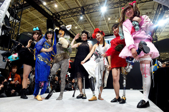 In Japan, the fashion show was held prostheses